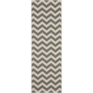 "Safavieh Courtyard Chevron Grey/ Beige Indoor/ Outdoor Rug (2'4"" x 12')"