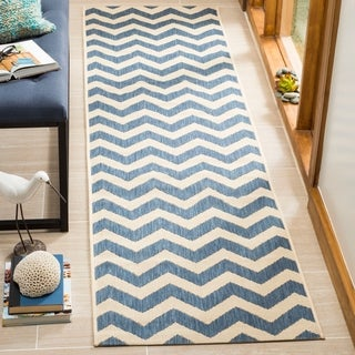 Safavieh Courtyard Chevron Blue/ Beige Indoor/ Outdoor Runner Rug - 2'4 x 12'