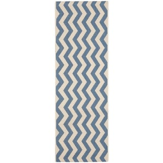 Safavieh Indoor/ Outdoor Courtyard Chevron-pattern Blue/ Beige Rug (2'3'' x 8')
