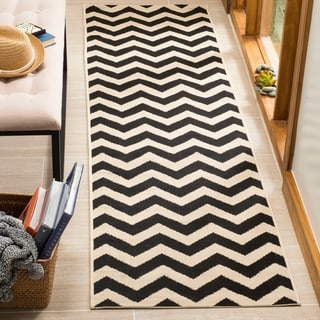Safavieh Courtyard Chevron Black/ Beige Indoor/ Outdoor Rug (2'3 x 8')