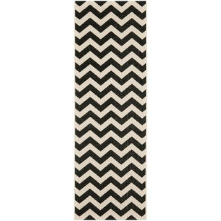 "Safavieh Indoor/Outdoor Courtyard Chevron-Print Black/Beige Rug (2'4"" x 12')"