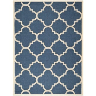Safavieh Courtyard Quatrefoil Navy/ Beige Indoor/ Outdoor Rug (8' x 11') - 8' x 11'