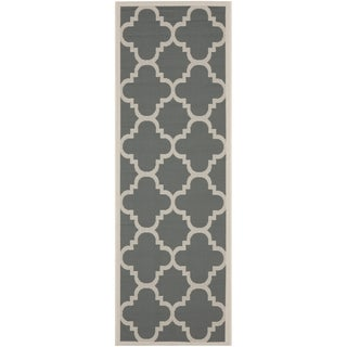 Safavieh Courtyard Quatrefoil Grey/ Beige Indoor/ Outdoor Rug (2'4 x 14')