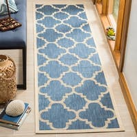 Safavieh Courtyard Quatrefoil Blue/ Beige Indoor/ Outdoor Rug - 2'4 x 12'