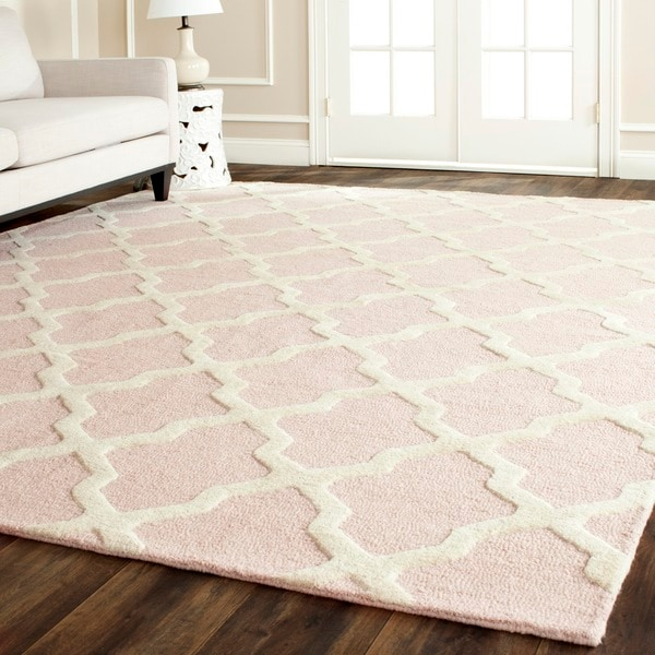 Safavieh Handmade Moroccan Cambridge Light Pink/ Ivory Wool Rug - 10' x 14'