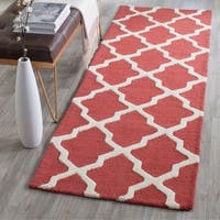 Safavieh Handmade Moroccan Cambridge Rust/ Ivory Wool Rug - 2'6 x 6'