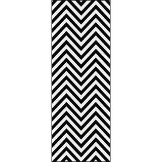 Alise Metropolis Black and White Chevron Runner (2'3 x 7'3)