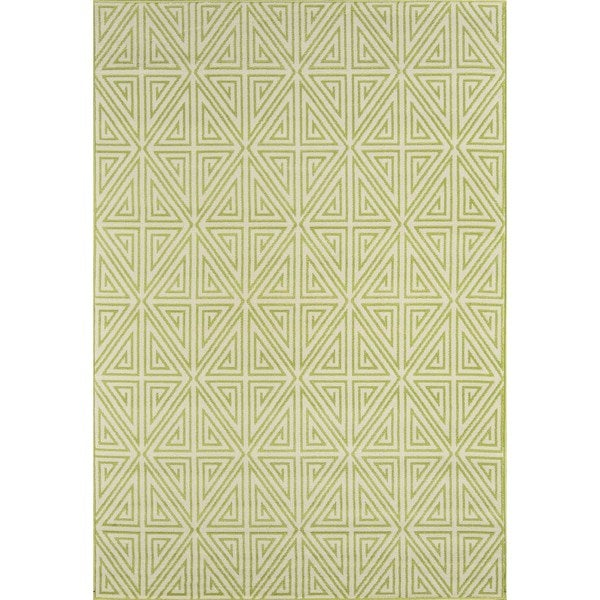 Indoor/ Outdoor Green Diamonds Rug (5'3 x 7'6)