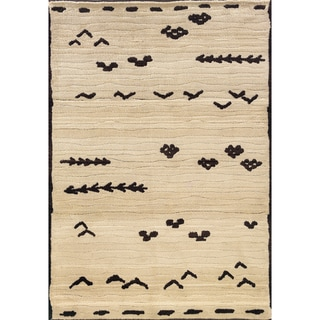 Old World Tribal Ivory/ Brown Area Rug (4' x 5'9)