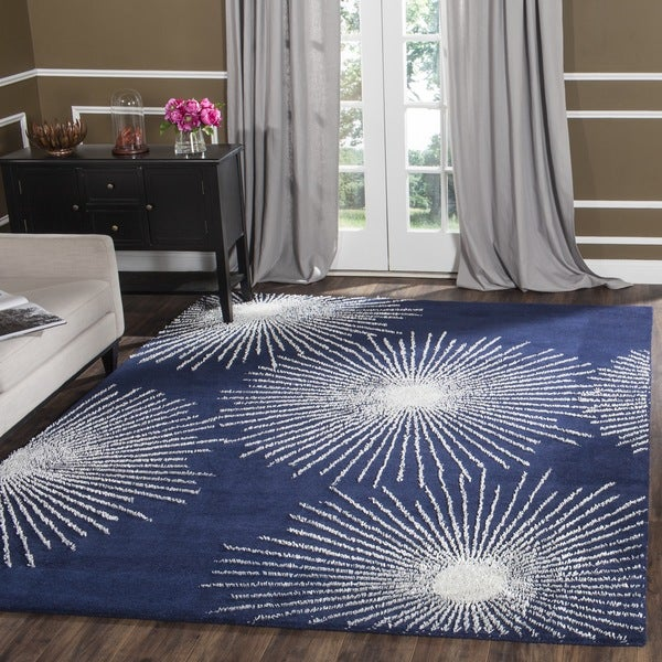 Safavieh Handmade Soho Burst Dark Blue/ Ivory Wool Rug (6' x 9') - 6' x 9'