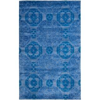 Safavieh Handmade Wyndham Blue Wool Area Rug (8'9 x 12')|https://ak1.ostkcdn.com/images/products/8077046/Safavieh-Handmade-Wyndham-Blue-Wool-Area-Rug-89-x-12-P15431517.jpg?impolicy=medium