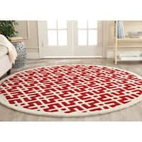 Safavieh Handmade Moroccan Red Wool Latex Rug - 7' x 7' Round