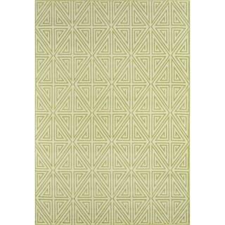 Indoor/ Outdoor Green Diamonds Rug (6'7 x 9'6)