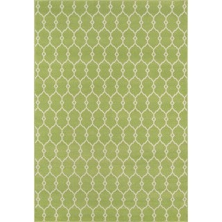 Indoor/Outdoor Green Trellis Area Rug (5'3 x 7'6)