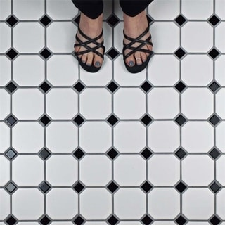 SomerTile 11.625x11.625-inch Victorian Octagon Matte White with Black Dot Porcelain Mosaic Floor and