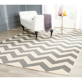 Safavieh Courtyard Chevron Grey/ Beige Indoor/ Outdoor Rug - 9' x 12'