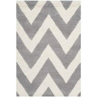Safavieh Handmade Moroccan Cambridge Chevron Silver Wool Rug (2' x 3')