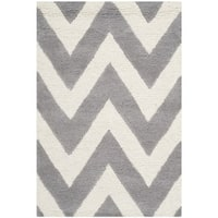 Safavieh Handmade Moroccan Cambridge Chevron Silver Wool Rug (2' x 3') - 2' x 3'