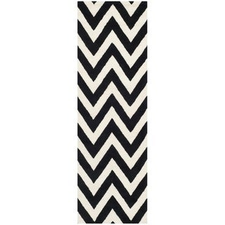 Safavieh Handmade Moroccan Cambridge Chevron Black Wool Rug (2'6 x 12')