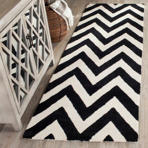 "Safavieh Handmade Moroccan Cambridge Chevron Black Wool Rug - 2'6"" x 8'"