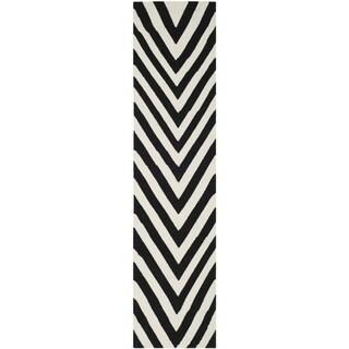 Safavieh Hand-woven Moroccan Reversible Dhurrie Chevron Reversible Dhurrie Black Wool Rug (2'6 x 8')