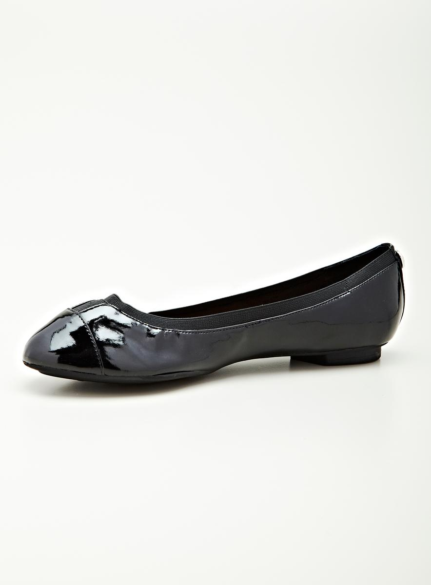 Ellen Tracy Airwaves Flat Skimmer In Black