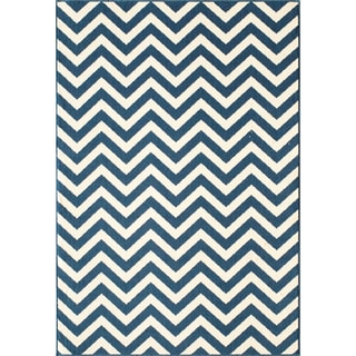 Indoor/Outdoor Navy Chevron Rug (1'8 x 3'7)