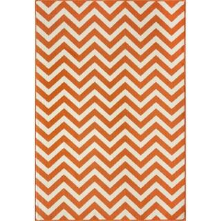 Indoor/ Outdoor Orange Chevron Rug (2'3 x 4'6)