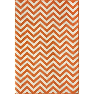 Indoor/ Outdoor Orange Chevron Rug (7'10 x 10'10)