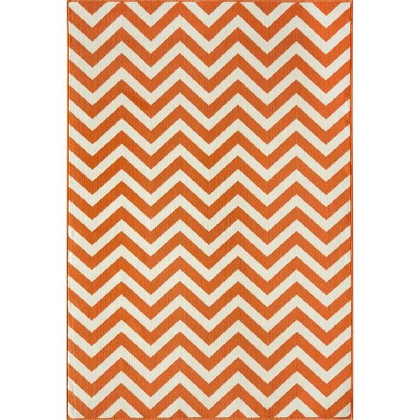 Indoor/ Outdoor Orange Chevron Rug (7'10 x 10'10)