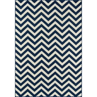 Indoor/ Outdoor Navy Chevron Rug (3'11 x 5'7)