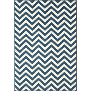 Indoor/ Outdoor Chevron Navy Rug (7'10 x 10'10)