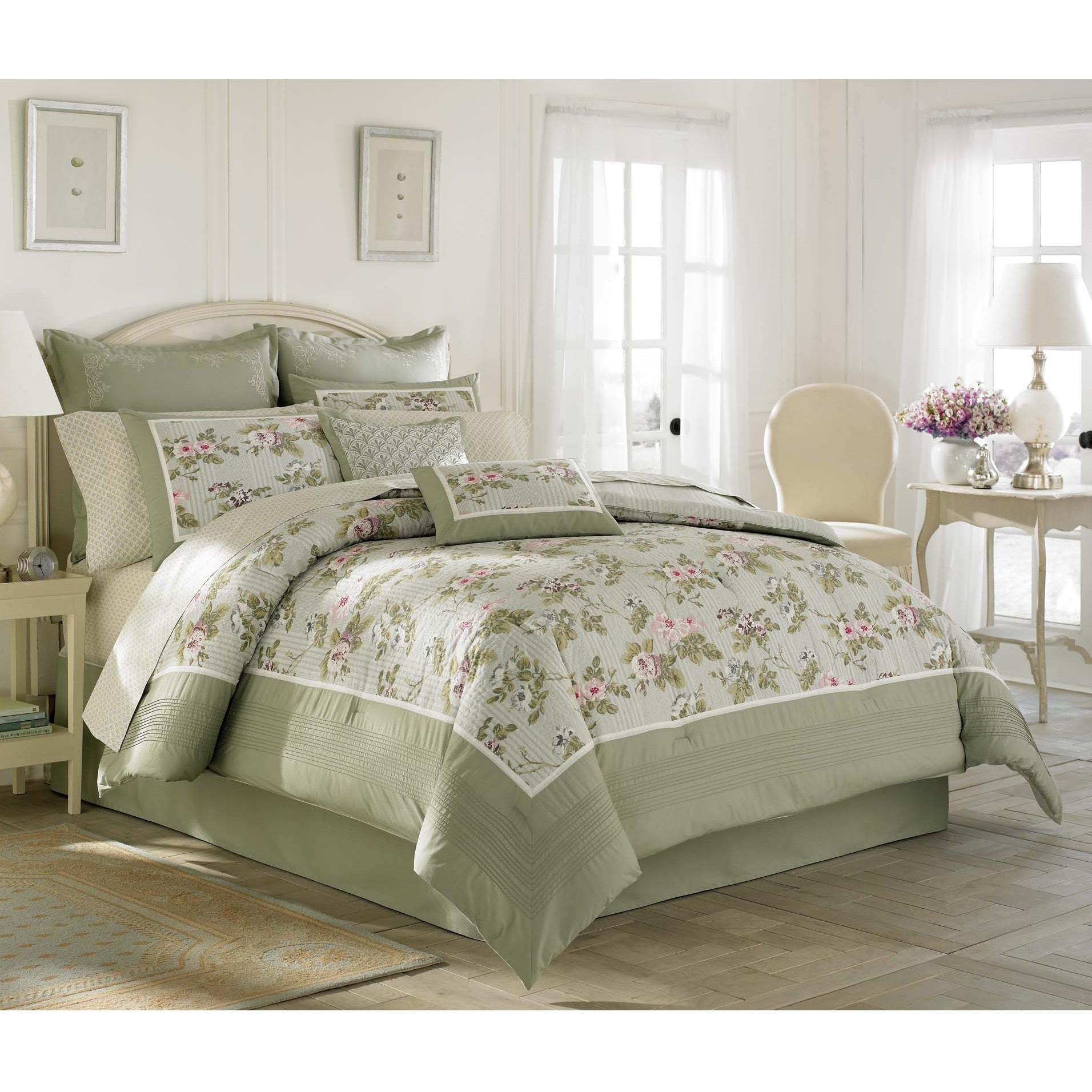 Laura Ashley Avery' Traditional Cotton 4-piece Comforter ...