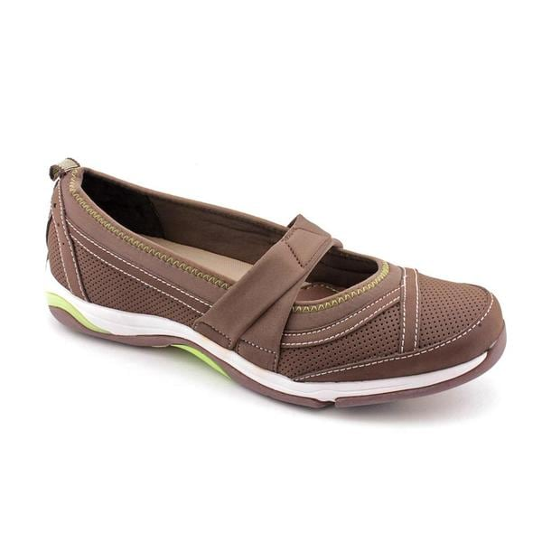 livewarext.cf has the best collection of women's comfortable shoes that are specially designed to provide exceptional comfort for women's feet. With various comfortable shoes for women available, you can easily get a great pair of comfort shoes at an affordable price.