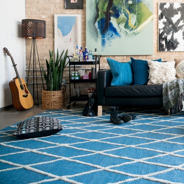 Handcrafted Lennon Azure Wool Rug - 5' x 7'6