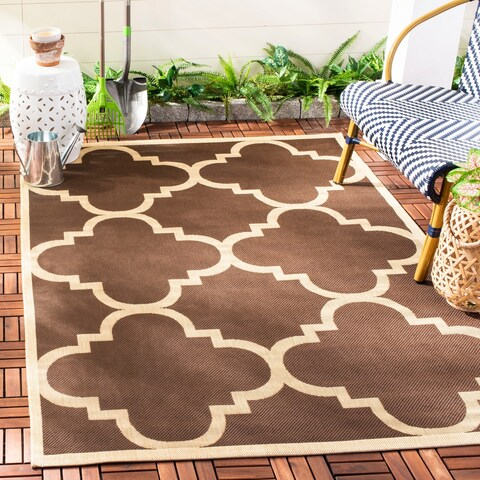 "Safavieh Courtyard Quatrefoil Dark Brown Indoor/ Outdoor Rug - 5'3"" x 7'7"""