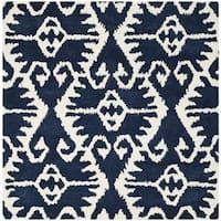 Safavieh Hand-made Wyndham Royal Blue/ Ivory Wool Rug - 5' x 5' square