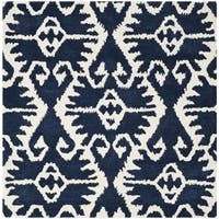 Safavieh Hand-made Wyndham Royal Blue/ Ivory Wool Rug - 7' x 7' Square