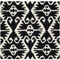 Safavieh Hand-made Wyndham Black/ Ivory Wool Rug - 7' x 7' Square
