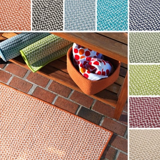 Crisscross Indoor/ Outdoor Area Rug (8' x 8') - 8' x 8'