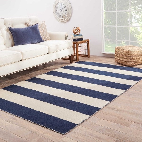 Mendocino Handmade Stripe Navy/ White Area Rug (5' X 8') - 5' x 8'