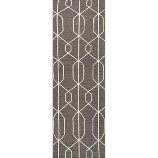 Handmade Flat-weave Geometric-pattern Gray/ Black Runner Rug (2'6 x 8')