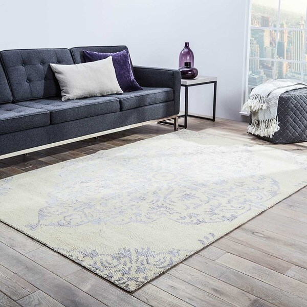 Iris Hand-Knotted Medallion Silver/ Ivory Area Rug (5' X 8')