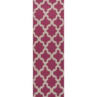 Handmade Flat Weave Geometric Pink/ Grey Rug (2'6 x 8')