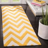 "Safavieh Handmade Moroccan Cambridge Chevron-pattern Gold/ Ivory Wool Rug - 2'-6"" X 6'"
