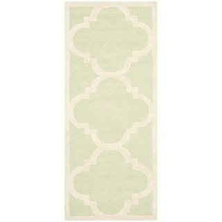 Safavieh Handmade Moroccan Cambridge Light Green/ Ivory Wool Rug (2'6 x 6')