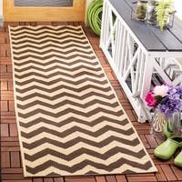 Safavieh Courtyard Chevron Dark Brown Indoor/ Outdoor Rug - 2'3 x 6'7