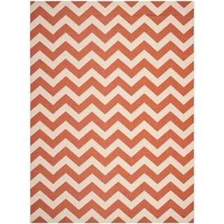 Safavieh Courtyard Chevron Terracotta/ Beige Indoor/ Outdoor Rug - 5'3 x 7'7