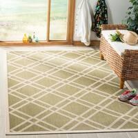 Safavieh Indoor/ Outdoor Courtyard Crisscross-pattern Green/ Beige Rug - 8' x 11'