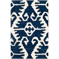 Safavieh Hand-made Wyndham Royal Blue/ Ivory Wool Rug - 2'6 x 4'